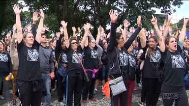 Professores da rede municipal de ensino decidem retomar greve - Nesta terça-feira (21), uma comissão se reuniu com representantes da prefeitura, mas o encontro terminou sem acordo.