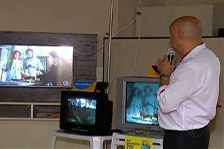 Moradores de Suzano tiram dúvidas sobre desligamento da TV analógica - Nesta terça, teve orientações na Praça João Pessoa.