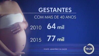 Aumenta número de mulheres que têm filhos com idade acima de 30 anos - Número de mulheres que engravidou com mais de 40 anos também cresceu.