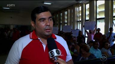 Servidores estiveram na Câmara de Vereadores de Petrolina - Eles foram à sessão pedir apoio aos legisladores e falar sobre as reivindicações da categoria.