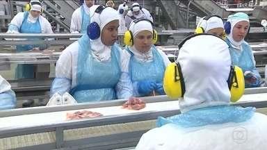 Ministro da Agricultura inspeciona fábrica investigada - 'O que estamos vendo é que os processos são seguros', disse.Força-tarefa vai inspecionar as 21 unidades sob investigação.