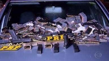 Homens são presos na BR-262 com grande quantidade de munição - O material estava escondido dentro do painel de um carro.