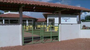 Crianças ficam se aula porque ampliação de escola não foi concluída em Luzimangues - Crianças ficam se aula porque ampliação de escola não foi concluída em Luzimangues