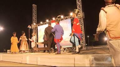 Lançamento da novela 'Novo Mundo' conta com apresentação teatral em Salvador - Confira o que o público achou do primeiro capítulo.