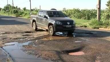 Moradores reclamam da quantidade de buracos em Rio Preto - Os buracos tomam conta das ruas de Rio Preto e os moradores têm reclamado bastante. Quem tem carro sente o prejuízo, sem falar do risco de acidentes.