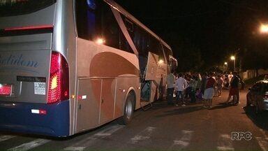 Empresa de transportes é contratada para levar pacientes de Paranavaí a Curitiba - Desde o início do ano, os pacientes eram levados em um micro-ônibus, sem ar condicionado e banheiro.