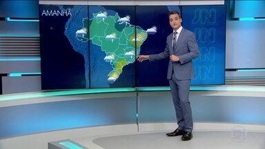 Confira a previsão do tempo para o domingo (26) em todo o país - Pode chover forte entre o litoral do Paraná e o Norte do país. Continuam os riscos de temporais no Amazonas, no Pará, em Rondônia e no Amapá.