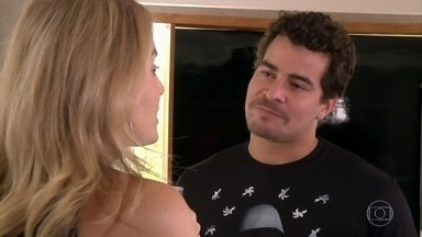Angélica visita a casa de Thiago Martins - Apresentadora leva os amigos do ator para ajudá-lo a se livrar de um trauma: o de quebrar vasos