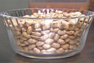 Nutricionista ensina técnicas de armazenamento para o feijão - Alimento teve preço alto no último ano, e as vendas chegaram a cair 30%. Consumidores comemoram queda do preço.
