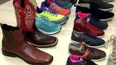 Projeto Ímpar cria parceria entre indústria e consumidores que têm apenas um pé - A iniciativa faz uma ponte entre a indústria e os consumidores que têm apenas um pé. Essas pessoas compram o par de sapato e não têm o que fazer com o outro calçado.