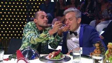 """Jurados comem pratos afrodisíacos no palco do programa - Chefs apresentam suas criações no """"Amor & Sexo"""""""
