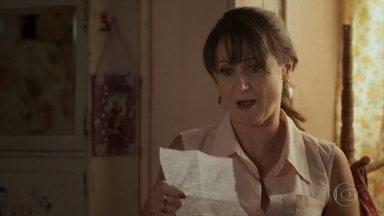 Edinalva encontra carta de Ritinha - Ela pressiona Marilda para descobrir o paradeiro da filha