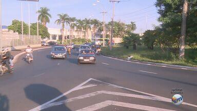 Motoristas reclamam de congestionamento em rotatória em Ribeirão Preto, SP - Condutores dizem que em horários de picos a Rotatória Amin Calil fica com trânsito lento.
