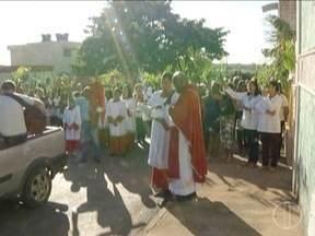 Domingo de Ramos é marcado por manifestações de fé em Montes Claros - Na Igreja Católica, data simboliza chegada de Jesus a Jerusalém depois de passar pelo deserto.