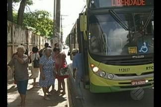 Em Marabá, população reclama da falta de abrigo nas paradas de ônibus do transporte públic - Em Marabá, população reclama da falta de abrigo nas paradas de ônibus do transporte públic