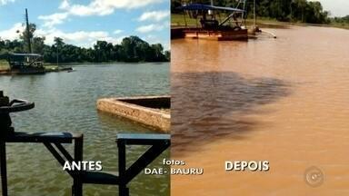 Rompimento de barragem afeta abastecimento de água em bairros de Bauru - O excesso de chuva na cabeceira do Rio Batalha, em Agudos (SP), e o rompimento da barragem em uma fazenda em Bauru prejudicaram o funcionamento da estação de tratamento de água de Bauru no domingo (9). Moradores do centro, da zona norte, zona oeste e zona sul, que não têm reservatório em casa, foram afetados.