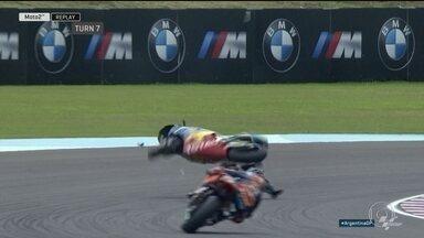 Acidente na moto2 dá vitória a franco brasileiro na etapa da Argentina - Piloto comemorou vitória com bandeiras do Brasil e da Itália.