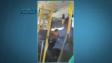 Motorista e cobrador de ônibus são acusadas de discriminação sexual - Maurício Martins conta que logo depois que passou pela catraca começou a ouvir comentários do cobrador, em voz alta, contra os gays.