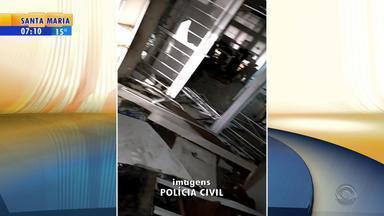 Criminosos usam explosivos para abrir caixas eletrônicos de banco de Campestre da Serra - Conforme Polícia Civil, pelo menos quatro pessoas entraram no banco. Uma quantia em dinheiro foi levada dos caixas, mas valor não foi informado.