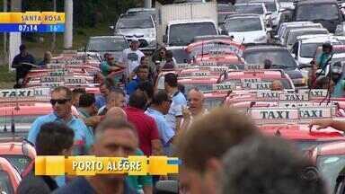 Taxistas fazem carreata na Zona Leste de Porto Alegre - Motoristas pediram mais segurança.