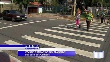 São José começa campanha de respeito à faixa de pedestres - Ponto escolhido para início foi a avenida 9 de Julho.