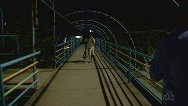 População relata medo de assaltos em passarelas de Manaus - Tem gente que diz não usar as estruturas por causa de assaltos.