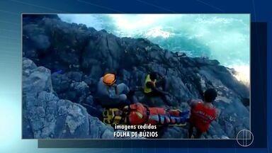 Bombeiros resgataram um homem nas pedras de praia de Búzios, no RJ - Confira a seguir.