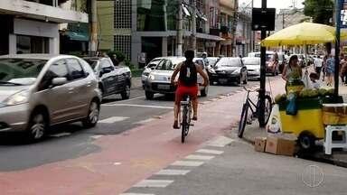 Trecho de ciclofaixa criado em Macaé, RJ, gera polêmica na cidade - Confira a seguir.