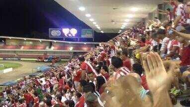 Torcida do CRB vibra após gol de Chico - CRB enfrenta o ASA pela quarta rodada do hexagonal