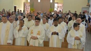 Paróquia Cristo Luz dos Povos recebe missa dos Santos Óleos em Campo Grande - A celebração especial para os católicas foi na paróquia que completa 50 anos em 2017.