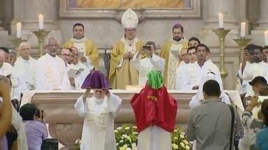 Em Manaus, fiéis lotam catedral durante Missa dos Santos Óleos - Cerimônia marca bênção dos óleos usados nas unções durante o ano.