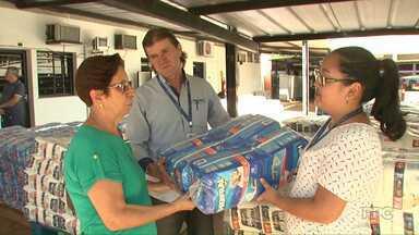 Funcionários da Sercomtel doam fraldas geriátricas para entidades de Londrina - A ação foi organizada pelo comitê de solidariedade, que é formado por funcionários da Sercomtel. Foram arrecadadas cerca de 16mil fraldas.