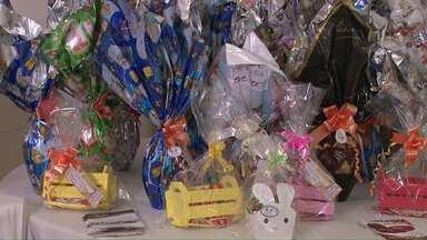 Bazer de produtos de Páscoa da Economia Solidária termina sábado - Até lá, é possível comprar ovos de chocolate, trufas, licores de chocolate artesanais... a preços acessíveis.