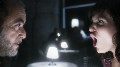 Vade Retro - Segundo episódio, dia 27/04/17, na íntegra - Em meio a desculpas para o namorado, Celeste aceita carona de Abel Zebu e conhece o 'silencioso' Damien