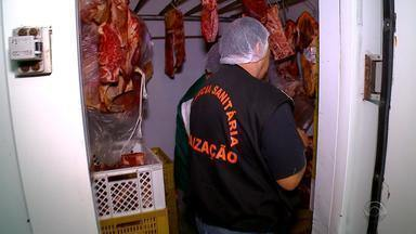 Força-tarefa apreende toneladas de carne impróprias e alimentos vencidos no RS - Um estabelecimento foi interditado e dois empresários foram levados para prestar depoimento em Bento Gonçalves.