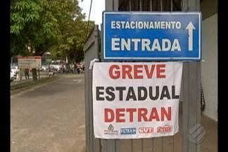 Servidores públicos do estado fizeram uma paralisação em Belém - Eles reclamam que estão com os salários congelados há dois anos