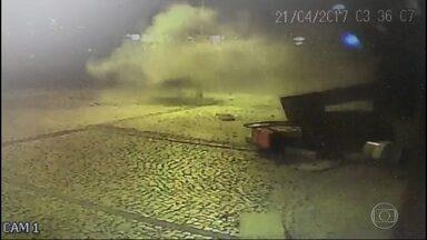 Bandidos explodem caixa eletrônico em Ipanema - A explosão foi durante a madrugada desta sexta-feira (21). A Polícia Federal investiga o crime.