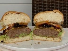 Hambúrguer Artesanal é destaque do 'Receita de Família' - Aprenda a fazer o prato que leva cebola caramelizada.