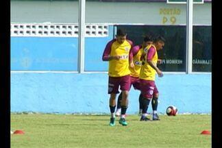 Técnico do Paysandu confirma mudanças contra o São Raimundo - Leandro Carvalho entra no lugar de Jhonnatan. Lateral e meio campo também podem ser mexidos.