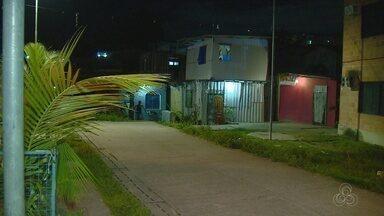 Homem e criança são baleados por grupo armado na Zona Sul de Manaus - Crime ocorreu no beco Ipixuna, próximo ao Prosamim do Mestre Chico.