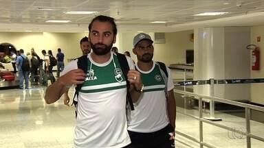 Goiás desembarca após derrota e eliminação na Copa do Brasil - Time esmeraldino chega a Goiânia depois de levar 3 a 0 do Fluminense e volta a pensar na semifinal do Campeonato Goiano.