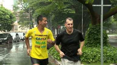 Paraná TV dá dicas de como completar os 10 quilômetros da Prova Tiradentes - O repórter Sandro Ivanowski aceitou o desafio e te mostra um pouco das dificuldades que pode ser encontrada no percurso.