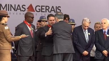 Políticos e personalidades são homenageados em Ouro Preto - Governador entregou medalhas da Inconfidência