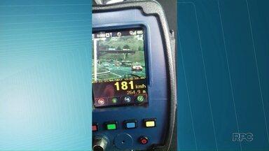 PRF flagra motoristas que abusam da velocidade nas rodovias - No feriado de Tiradentes, policiais registraram carros a quase 200 km/h