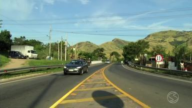 Operação 'Tiradentes' da PRF orienta motorista para dirigir com segurança nas rodovias - Policiais estão orientando condutores que passam pelas estradas a dirigir com responsabilidade, principalmente agora neste feriado onde terá fluxo maior de veículos nas rodovias.