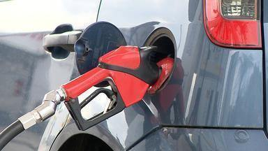 Aumento nas refinarias não afeta o preço do combustível nos postos do RS - Postos fazem descontos para atrair consumidores.