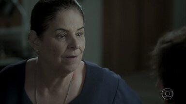 Zu se oferece para ajudar Ruy - Ela inventa uma desculpa e pede dispensa para Joyce para conversar com Rita