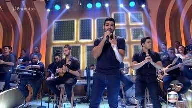 Dilsinho canta 'Refém' - Cantor lança segundo disco com oito composições próprias