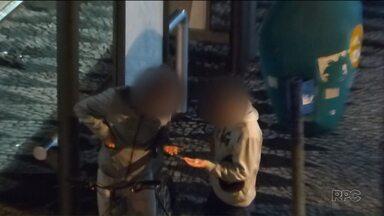 Polícia desmonta esquema de venda de drogas no centro de Curitiba - Oito pessoas foram presas durante a operação.