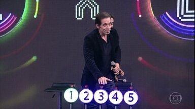 Leandro Hassum acerta a segunda música no 'Ding Dong' - Confira o vídeo.